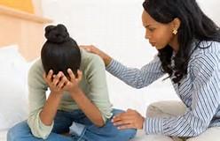 sisters-comforting